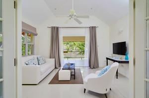 Calabash Deluxe Suite Living Room