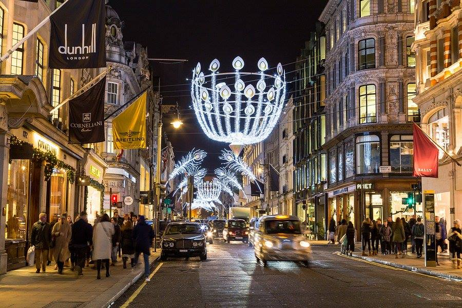 Quintessentially British Christmas Shopping