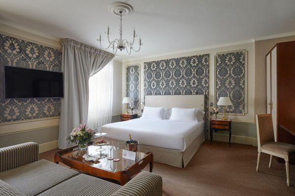 Junior-Suite-2020-Hotel-El-Palace-Barcelona.thigh